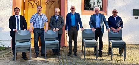 Foto – von links: Clemens Schier/Vorstand Baustiftung, Dirk Baas/Vorsitzer Förderverein, Pfarrer Reiner Guist und Dr. Hans-Jörg Wahl, Wolfgang Gemeinhardt/Vorsitzer Baustiftung, Rainer Maurer/Vorstand Baustiftung